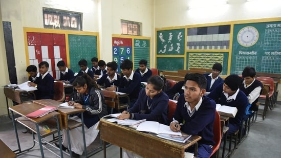 As per the Directorate of Education, the pass percentage for the class 9 students is 80.3% and for class 11 student the pass percentage is 96.90%.(HT File/representative)