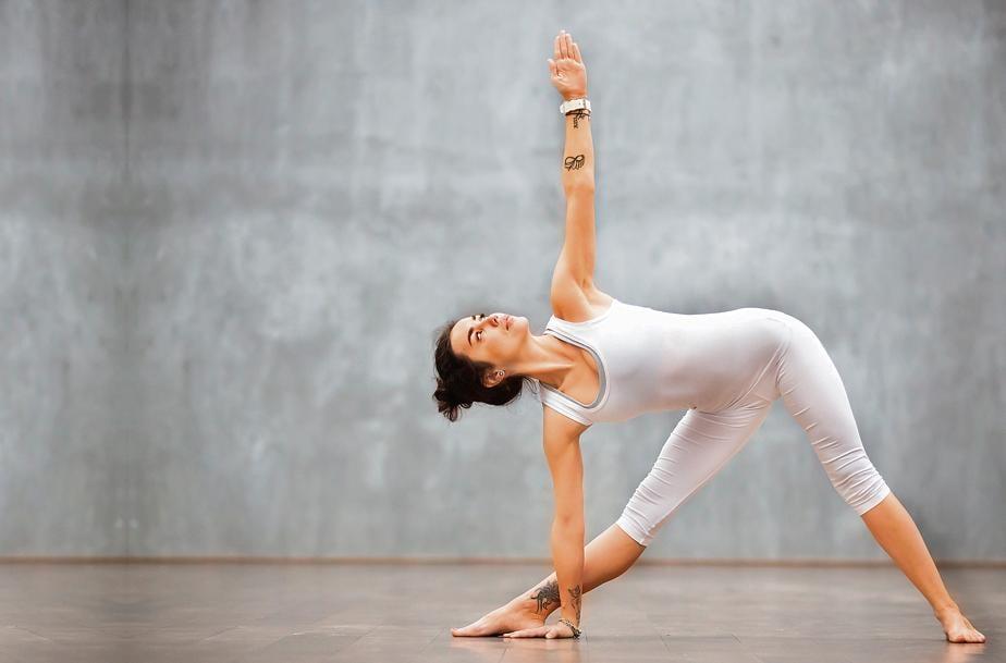 Trikonasana helps rejuvenate skin by increasing the oxygen flow