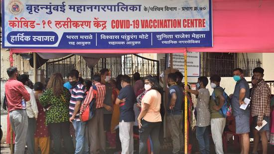 People wait in a queue to get inoculated against Covid-19 at Babasaheb Gawde Hospital, Vile Parle, in Mumbai on Thursday, June 22. (Satish Bate/HT photo)