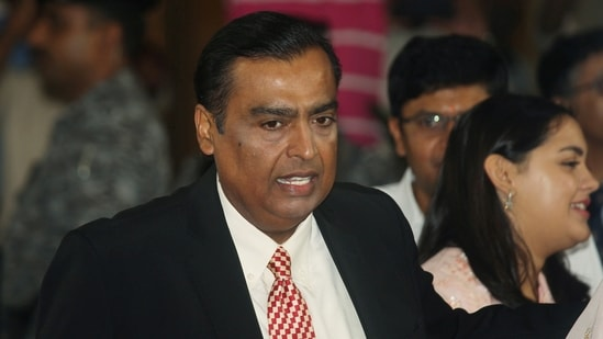 Mukesh Ambani said RIL will spend <span class='webrupee'>₹</span>60,000 crore on four so-called giga factories to produce solar cells, modules, hydrogen, fuel cells and a battery grid to store electricity on 5,000 acres of land at Jamnagar, Gujarat.(Reuters)