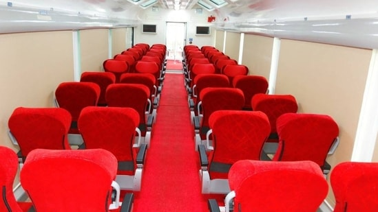 Special features of the Vistadome coach include wide window panes, a glass rooftop, rotatable seats and pushback chairs.(Twitter/@PiyushGoyal)