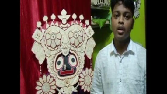Biswajit Nayak made a miniature statue of the 'Gajanana Besha of Lord Jagannath', using 1475 ice cream sticks.(ANI)