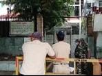 Enforcement Directorate (ED) raids former Maharashtra Home Minister Anil Deshmukh's residence in Nagpur.(ANI)