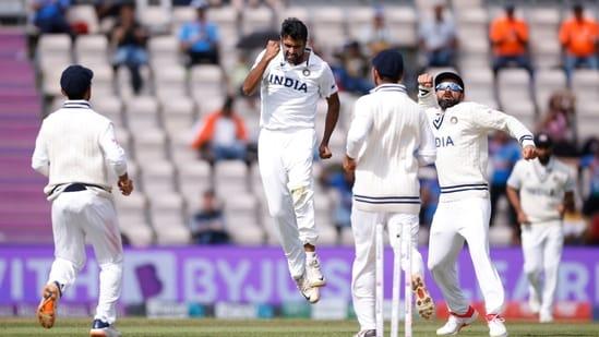 Ravichandran Ashwin with teammates(Action Images via Reuters)