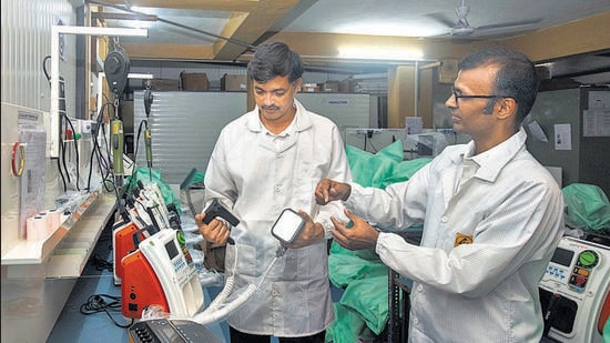 Ashish Gawade (right) and Aniruddha Atre, co-founders of Jeevtronics, with their designed defibrillator, in Pune. (PRATHAM GOKHALE/HT)
