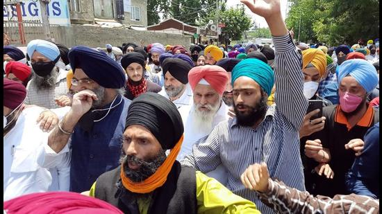 Members of Delhi Gurudwara Management Committee and Kashmiri Sikh community during their protest in Srinagar on Sunday. (ANI)