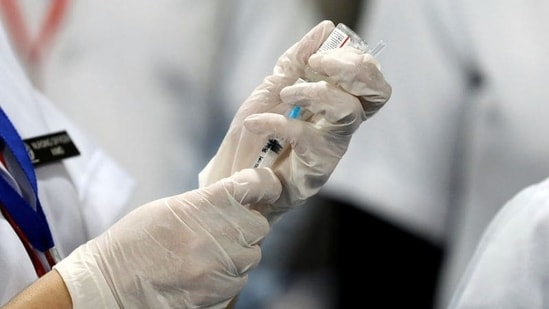 A healthcare worker fills a syringe with a dose of Bharat Biotech's Covid-19 vaccine called Covaxin, during the coronavirus disease (Covid-19) vaccination campaign at All India Institute of Medical Sciences (AIIMS) hospital in New Delhi.(REUTERS)