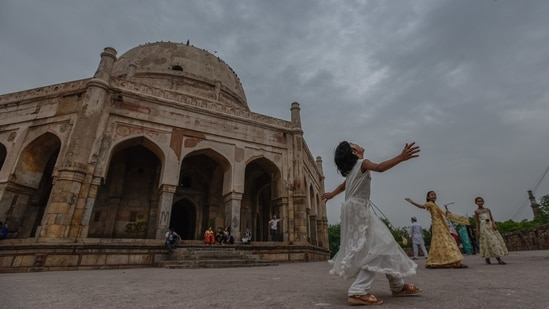 As monsoon knocks at the doors of Delhi, people are seen enjoying a cloudy weather at Adham Khan's tomb. (Photo: Burhaan Kinu/HT)