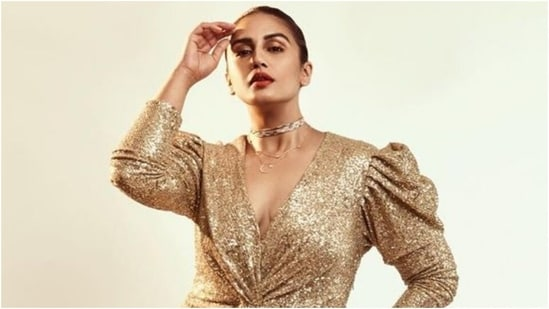Huma Qureshi looks like a million bucks in sequinned mini dress for photoshoot(Instagram/@who_wore_what_when)