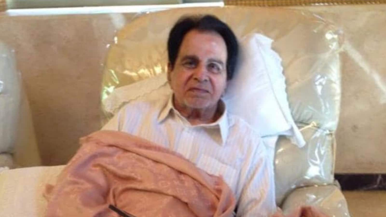 Dilip Kumar hospitalised for breathlessness, second time in a month | Bollywood - Hindustan Times