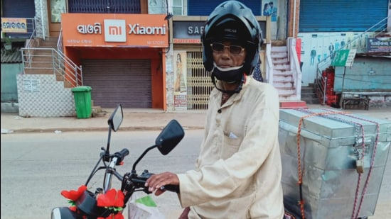 Madhusudan Patra spent the night with Jena's family and left for home in Ganjam on his two-wheeler on Saturday. He did become a bit of a local celebrity when word of his gesture was reported in the local media. (Sourced)