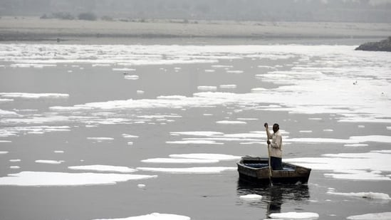 Delhi Pollution Control Committee (DPCC) said the most recent data on river pollution levels was not readily available with the agency.(Biplov Bhuyan/HT file photo)