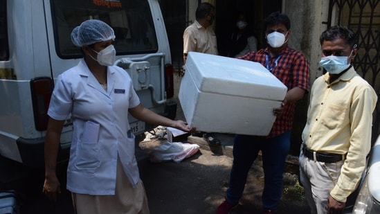 This grant will provide India with cold chain equipment (CCE), including cold-storage facilities, to ensure vaccines reach all, a UNICEF statement said. In picture: Covid vaccines being transported from cold storage facility.(HT Photo )