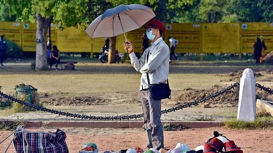 Both 2006 and 2012 saw the same kind of heatwaves the Capital is currently experiencing.(HT Photo)