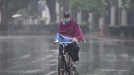For the next two days in the national capital, the met department has predicted generally cloudy skies with a possibility of light rain or drizzle. (File Photo / ANI)