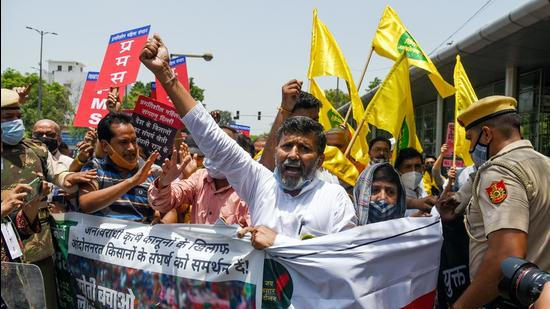 Farmers' supporters protest against the three farm laws outside Raj Niwas on completion of seven months of farmers' agitation in New Delhi on June 26. (ANI)
