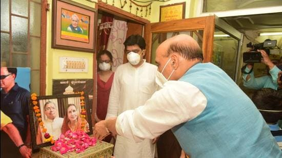 Defence minister Rajnath Singh paying tribute to Suresh Srivastava who was the BJP MLA from Lucknow (West). (SOURCED)