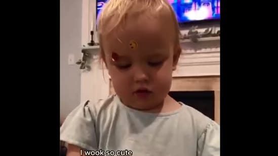The video of the interaction between the baby and her mom has won people over.(Screengrab)