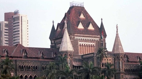 Bombay HC said that providing free shelter and meals to the homeless, beggars and pavement dwellers will only increase such persons.(HT Photo)