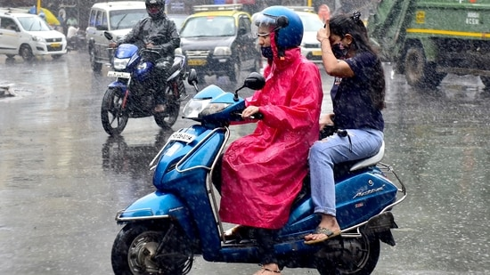 A deviation in the predicted weather pattern led to delayed and scanty rainfall in most parts of the country.(Anshuman Poyrekar/HT Photo)