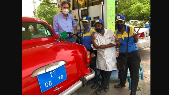 The image shows Walter J. Lindner, German Ambassador to India, with employees of a petrol pump managed solely by women.(Twitter/@@AmbLindnerIndia)