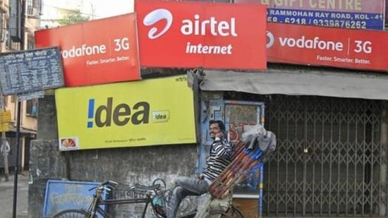 Voda Idea has borrowed close to <span class='webrupee'>₹</span>23,080 crore from banks and financial institutions.(Reuters)