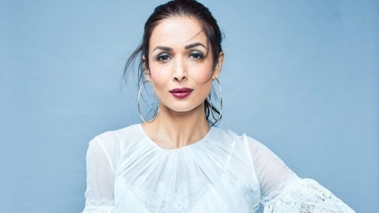 Malaika Arora suggests simple exercises to reduce belly fat, get sculpted abs(Instagram/malaikaaroraofficial)