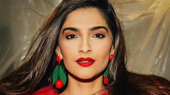 Sonam Kapoor has been living in London with her husband Anand Ahuja for a while now.