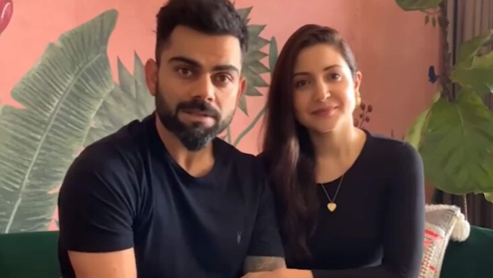 Anushka Sharma blushes as Virat Kohli sticks his tongue out at her in old  behind-the-scenes photo from ad shoot | Bollywood - Hindustan Times