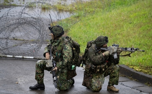 Japanese soldiers train during a joint military drill between Japan Self-Defense Forces, French Army and US Marines, at the Kirishima exercise area in Ebino, Miyazaki prefecture, Japan. (REUTERS)