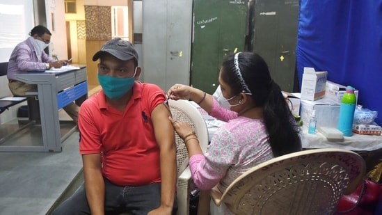 A healthcare worker administers a dose of Covid-19 vaccine to a beneficiary at a Delhi hospital.(Amal KS/HT Photo)