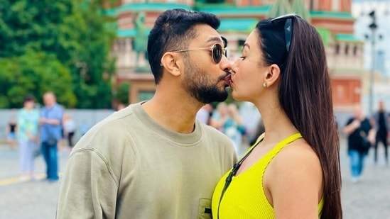 International Kissing Day 2021: Send these quotes and wishes to your loved ones(Instagram/@gauaharkhan)