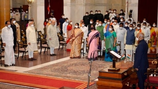 The newly sworn-in ministers, right, stand with Indian Prime Minister Narendra Modi, third left in the front row, and other senior ministers during swearing-in ceremony at the Rashtrapati Bhavan in New Delhi, India.(AP)