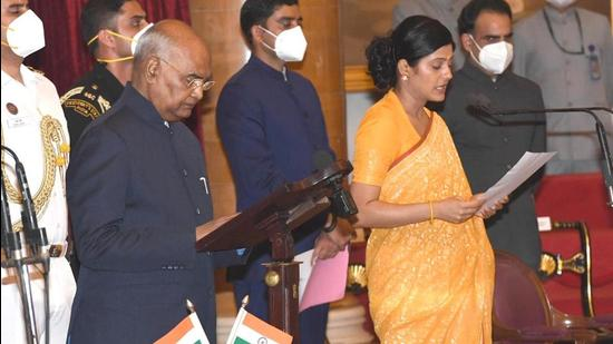 Anupriya Singh Patel takes oath as minister of state (MoS) during the swearing-in ceremony at Rashtrapati Bhawan, in New Delhi on Wednesday. (HT Photo)
