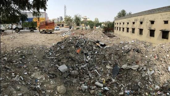 Disposal of C&D waste is a major issue in Gurugram, as dumping of such waste on vacant plots is considered a major source of pollution. (HT Archive)