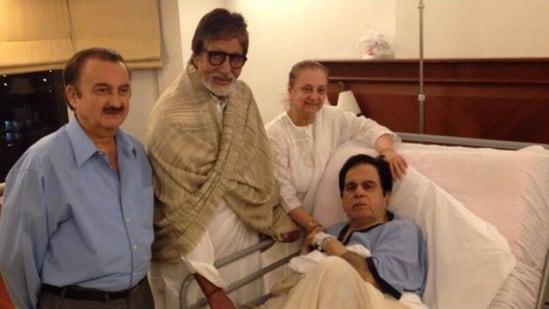 """अमिताभ बच्चन उन चंद सितारों में शामिल थे, जिन्होंने पिछले एक दशक में दिलीप कुमार से मुलाकात की।  उनके निधन की खबर के बाद अमिताभ ने ट्विटर पर लिखा, """"एक संस्था चली गई,"""""""