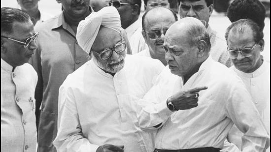 Former Prime Minister PV Narasimha Rao talking to his Cabinet colleague Manmohan Singh in 1994. (Sanjay Sharma / HT Archive)