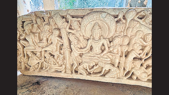 A spectacular panel found at Phanigiri. (Wikimedia Commons)