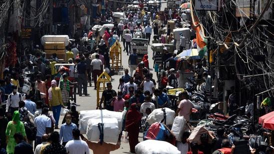 An influx of people at Sadar Bazar wholesale market in New Delhi.(Sanjeev Verma / HT file photo)