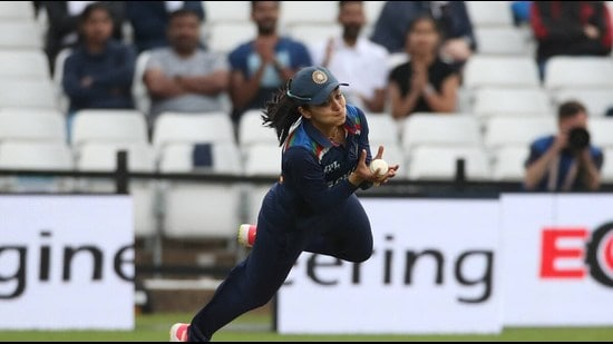 Close to the boundary line, Mohali's Harleen tossed the ball in the air and came back inside the line to complete the catch. (HT Photo)