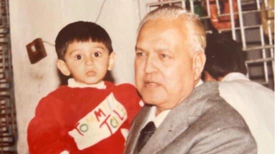 Kartik Aaryan with his grandfather.