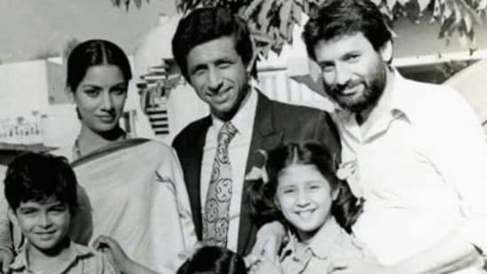Jugal Hansraj, Urmila Matondkar, Shabana Azmi, and Naseeruddin Shah with Masoom director Shekhar Kapur.