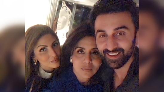 Riddhima Kapoor Sahni poses with Neetu Kapoor and Ranbir Kapoor.