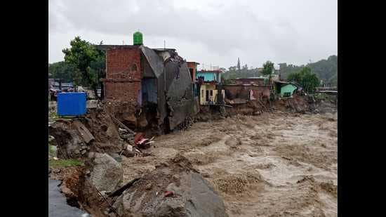 All rivers and rivulets in Dharamshala and Palampur besides Kullu were in spate as rain lashed the region since Sunday night. Manjhi rivulet that was flowing dangerously close to settlements damaged three houses and some shops were damaged in Chetru and Bagli area near Dharamshala. (Representative Image/HT File)