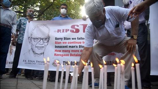 Members of The Bombay Catholic Sabha hold a memorial mass outside St Peter's Church in Bandra in a protest holding banners and lighting candles for Father Stan Swamy who died on July 5, in Mumbai on July 6. (HT file)