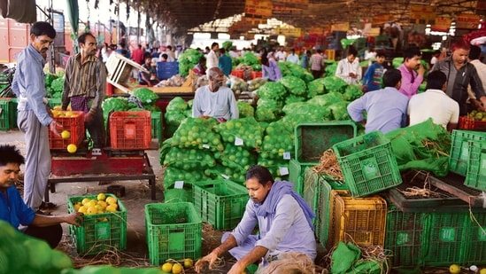 Food inflation rose from 5.01% to 5.15% and inflation in clothing and footwear increased from 5.3% to 6.2%.(Mint file photo)