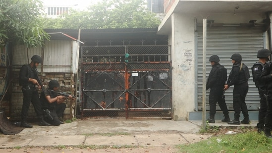 Uttar Pradesh ATS personnel outside the house in Lucknow from where two accused associated with Al-Qaeda were arrested on Sunday.(PTI Photo)