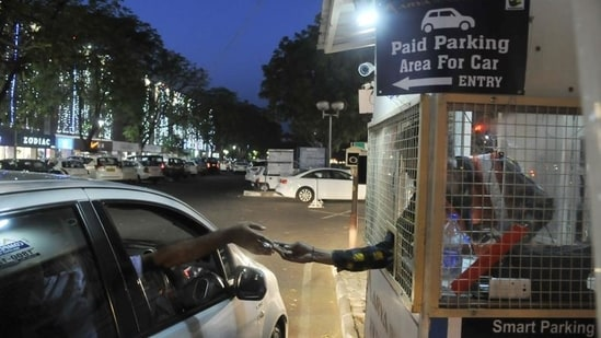 """The Supreme Court termed parking as one of the """"most serious problems"""" while hearing a case in September 2019. (HT File Photo)"""