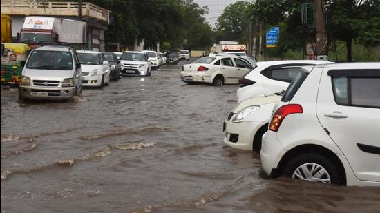 Waterlogging on a stretch near Hero Honda Chowk on Tuesday. (Vipin Kumar/HT PHOTO)