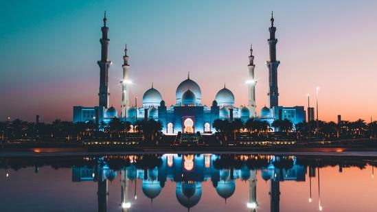 Shaikh Zayed Mosque in Abu Dhabi(Unsplash)